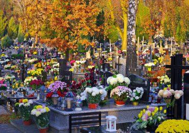 Policja ostrzega przed kradzieżami na cmentarzach