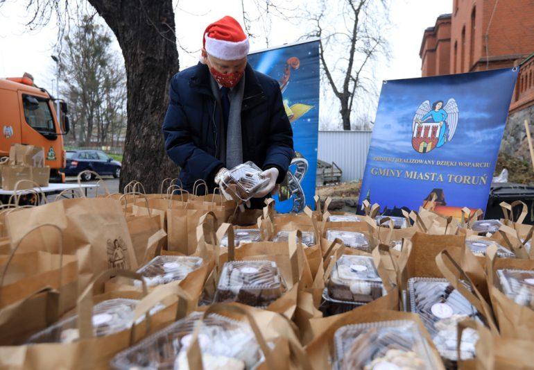 Toruń: Paczki trafiły do potrzebujących
