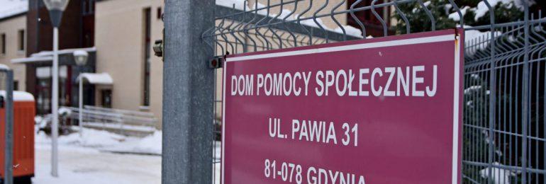 Gdynia: Seniorzy z Pawiej 31 przyjęli pierwszą dawkę szczepionki