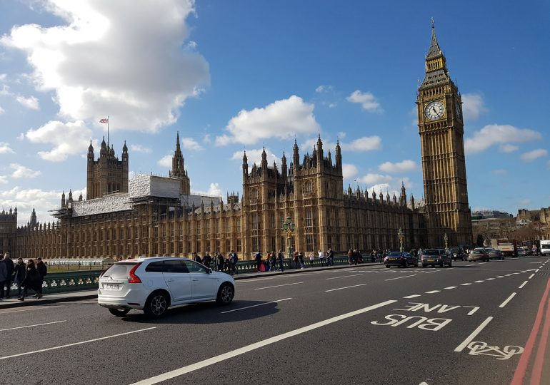 W. Brytania: Najwięcej zgonów z powodu COVID-19 od 17 marca, ale znów mniej zakażeń