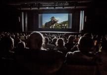 Kina otwarte, ale nie dla każdego. Czy niewidomi i niesłyszący obejrzą filmy?
