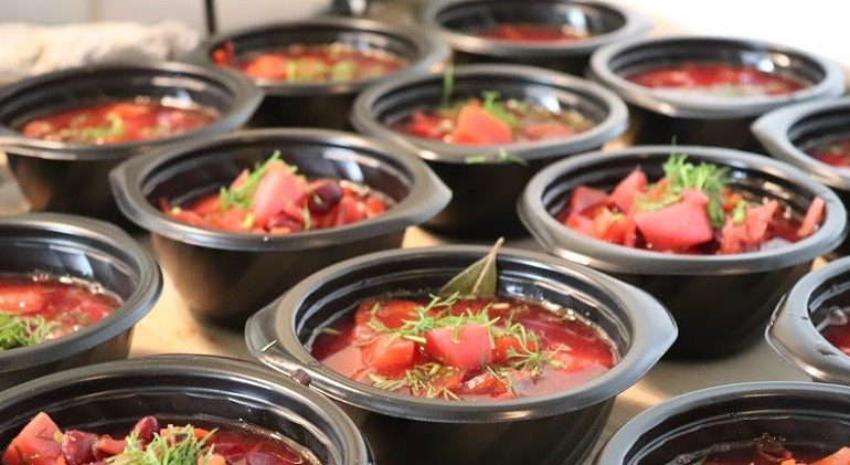 Ciepłe posiłki dla potrzebujących wrocławian