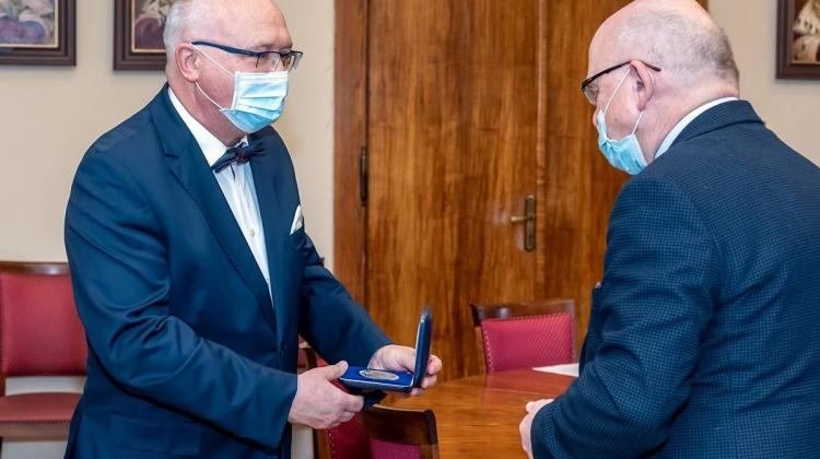Prof. Krzysztof Simon odebrał Medal 75-lecia misji Jana Karskiego