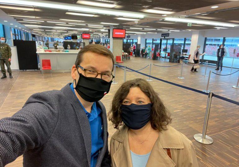 Premier Morawiecki wraz z żoną zaszczepili się pierwszą dawką szczepionki AstraZeneca