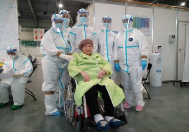 Poznań: Szpital tymczasowy opuściła 101-latka, która wygrała z COVID-19