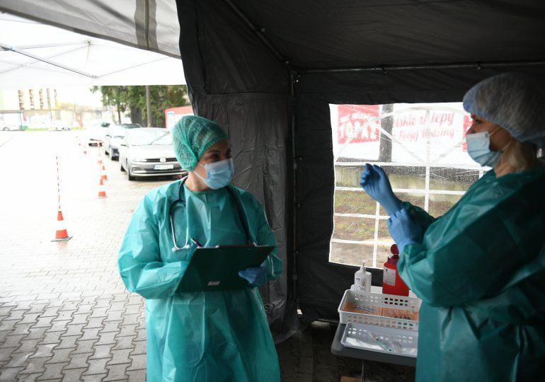 Mazowieckie: Zaszczepiono pierwsze osoby w punkcie szczepień drive-thru