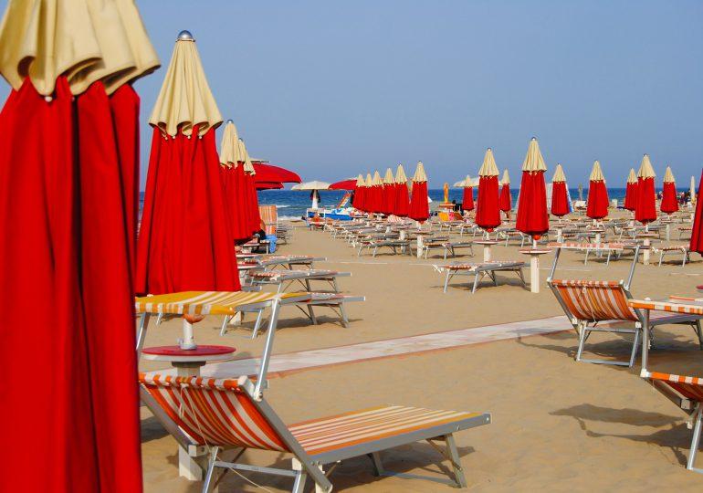 Włochy: Kilka regionów chce szczepić turystów przebywających u nich na urlopie