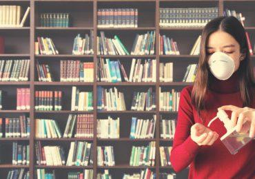 Biblioteka zaprasza między regały