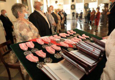 Toruń: Jubilaci uhonorowani w ratuszu