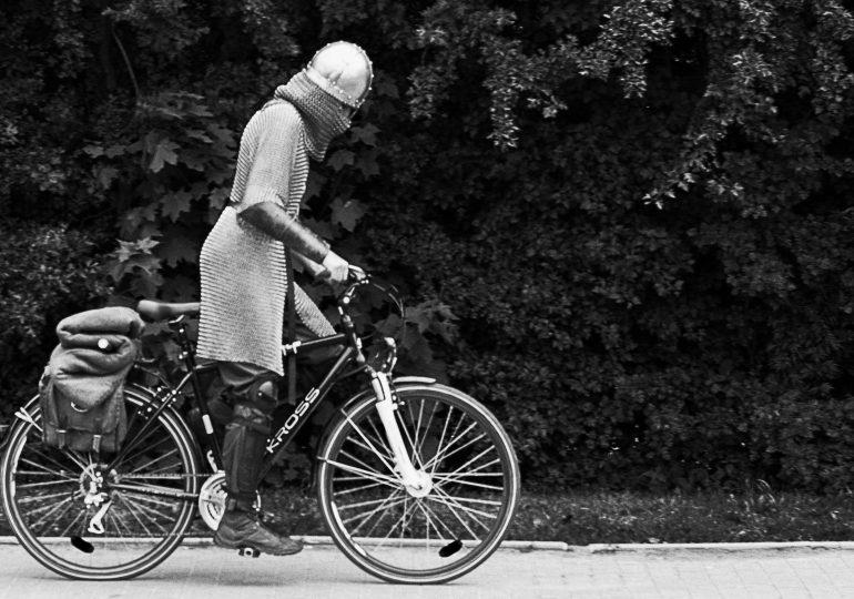 """""""Zdarza się"""" – fotografie Dominika Żyłowskiego w Galerii EL"""