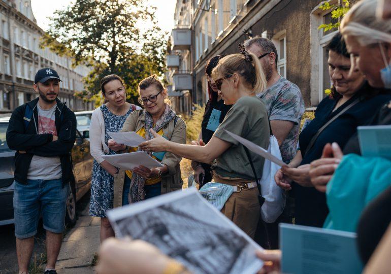 Gdańsk: Spacerowym krokiem z Lokalnymi Przewodnikami i Przewodniczkami oraz projektem Metropolitanka