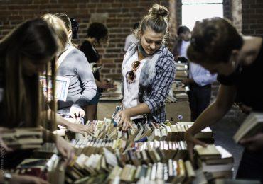 Drugie życie książek – kiermasz w bibliotece