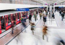 Warszawa: Nauka integracyjnych manier w metrze
